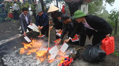 lasting : HAI DUONG, VIETNAM, March 6, 2015: Vietnamese burning paper money for the dead