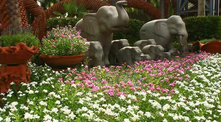 serenidade : beautiful flower garden with ceramic fountains