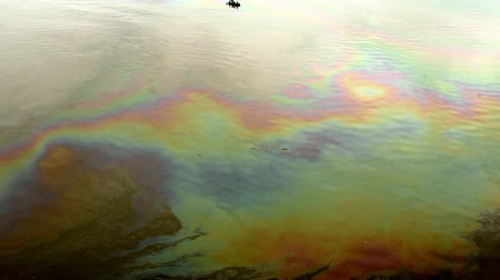 rozlití : Oil spills at sea
