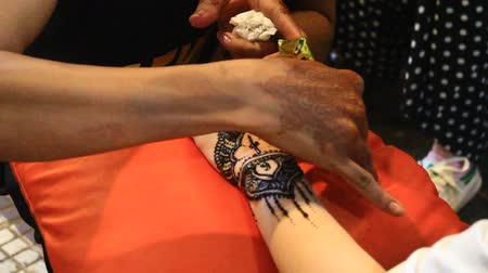 skins : mehndi painted hands up