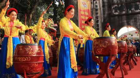 puja : PHNOM PENH, CAMBODIA, September 18, 2016: Asian drum of performances at the festival Stock Footage