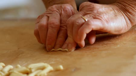 massa : Making Fresh Pasta by Hand. Fusilli by Grandmother. A complete Footage of how to make homemade pasta by hand. This kind of pasta in Italy is called Fusilli, and my grandmother is a master in this art.