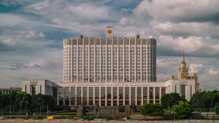 seçkinler : 4k Timelapse shot of White house building in Moscow. Russian political elite. The iconic place in Moscow. Stok Video