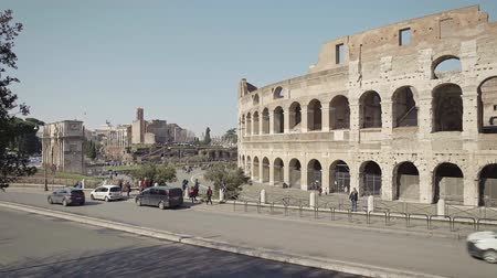 gladiatorial : ROME - FEB 20: Tourists passing by Roman Colosseum Coliseum Flavian Amphitheatre Anfiteatro Flavio Colosseo, February 20, 2018 People in Ancient Rome costumes. Locked down real time establishing shot Stock Footage