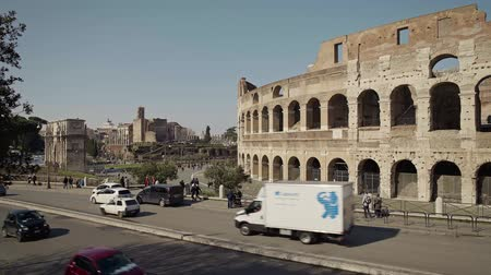 gladiatorial : ROME - FEB 20: Tourists passing by Roman Colosseum Coliseum Flavian Amphitheatre Anfiteatro Flavio Colosseo, February 20, 2018 Vehicles and people. Locked down real time establishing shot Stock Footage