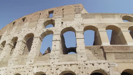 stadyum : Ruins of Roman Colosseum Coliseum Flavian Amphitheatre Anfiteatro Flavio Colosseo, February 20, 2018. Left to right pan real time establishing shot