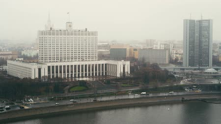 флагшток : The House of the Government of the Russian Federation. Cars and skyscrapers. Arbat skyscraper. Foggy day Moscow. Locked down real time medium shot