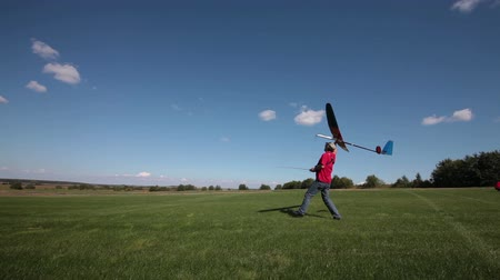 szybowiec : Man launches into the sky RC glider, assembly series launches Wideo
