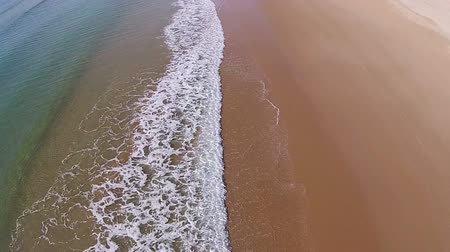arka görünüm : Waves Crashing on Beach, aerial view movement back