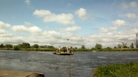 přechod : Ferry without engine crossing the river
