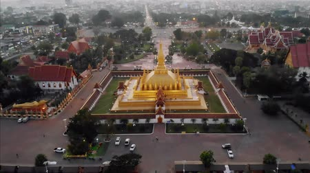 vientiane : Pha That Luang, Great Stupa is a gold-covered large Buddhist stupa in the centre of Vientiane, Laos. It is generally regarded as the most important national monument in Laos Stock Footage