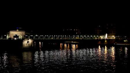 bir hakeim : Metro crossing Passy (Bir-Hakeim) bridge at night - Paris, France