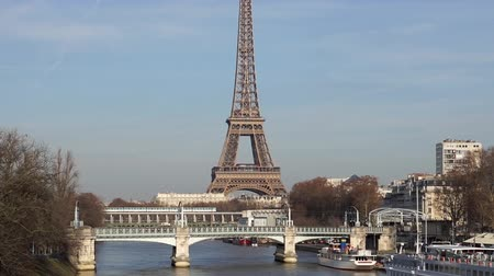 bir hakeim bridge : Metro traffic on Pont Bir-Hakeim with Eiffel tower in background and Pont Rouelle in foreground - Paris, France