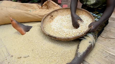 pobre : African maize sieve