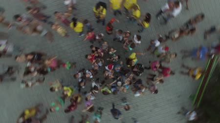 благотворительность : Children Waving Good Bye.aerial photography