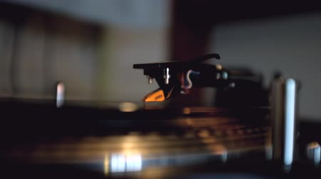 gravar : Turntable With Spinning Vinyl Stock Footage