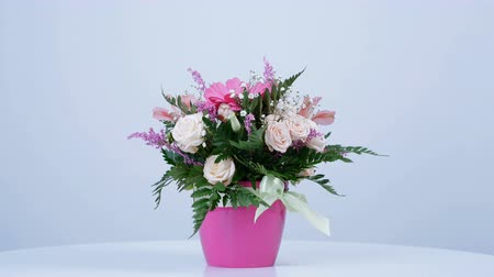 yana : Flowers, bouquet, rotation on white background, floral composition consists of gerbera, Eustoma, Rose yana creamy, Alstroemeria, solidago, gypsophila Arachniodis Rose. Stock Footage