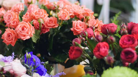 grat : Flower shop, on the show-window there are a lot of bouquets of flowers from pion-shaped roses, Stock Footage