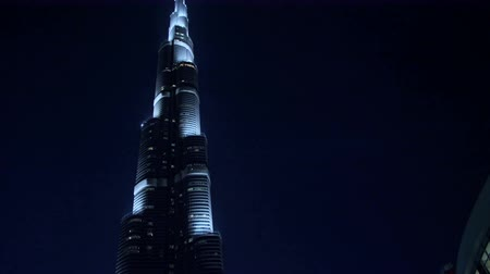 cityskyline : DUBAI, UNITED ARAB EMIRATES, UAE - NOVEMBER 20, 2017: Burj Khalifa, night view of the tallest building and manmade structure in the world. Stock Footage