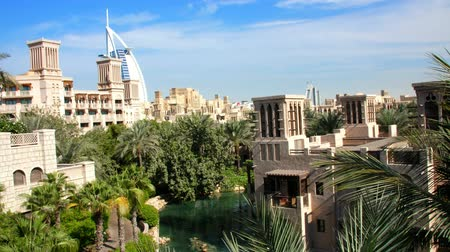 ОАЭ : DUBAI, UNITED ARAB EMIRATES, UAE - NOVEMBER 20, 2017: View of luxury 5 stars Hotel JUMEIRAH Al Qasr Madinat, near Burj al Arab. resort with own artificial canals, gardens