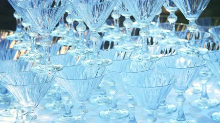 сортировать : close-up, crystal champagne glasses stand on a hill, on each other, for a waterfall of champagne