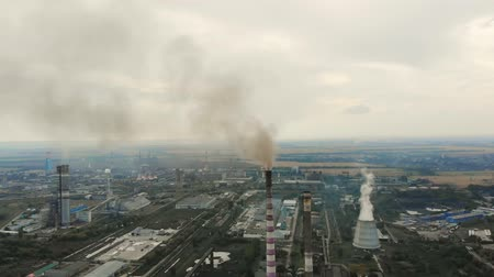 диоксид : CHERKASY, UKRAINE, SEPTEMBER 12, 2018: Big Power plant , factory with pipes, expelling smoke into sky. Smoke from industrial chimney. ecology, pollution of the environment. Стоковые видеозаписи
