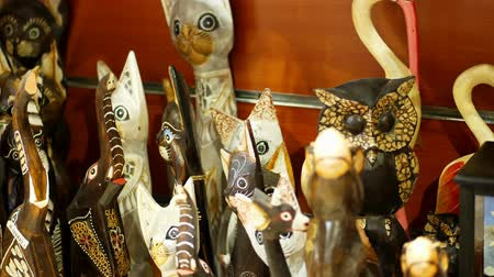boncuk : HURGHADA, EGYPT - OCTOBER 24, 2018: close-up, various souvenirs made of stone, wood, glass and metal, in the gift shop for tourists. Stok Video