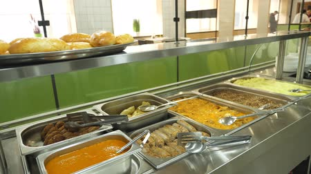 trigo sarraceno : close-up, showcase of Self service restaurant with a variety of dishes, buckwheat porridge, mashed potatoes, vegetable stew with gravy, sausages, mini pizza, pies, sauces