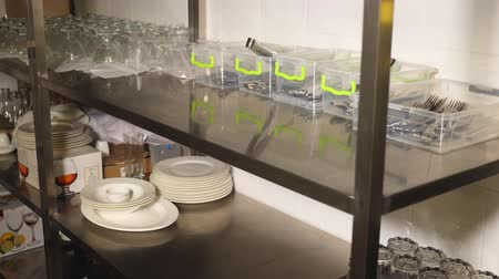 kasten : close-up, storage of dishes, glassware, glasses, cutlery in the kitchen of the self-service restaurant, canteen, cafeteria, Stockvideo