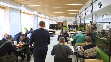 kafeterya : CHERKASY, UKRAINE, FEBRUARY 20, 2019: visitors, workers at the enterprise have lunch in a modern factory canteen, cafeteria, mess hall, Self service restaurant Stok Video