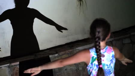 balerína : black shadow of a girl dancing at night, against the light. the beautiful, graceful movements of her hands. Dostupné videozáznamy