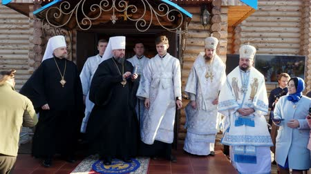 požehnat : CHERKASY REGION, UKRAINE, OCTOBER 10, 2019: Blessed Metropolitan Epiphanius presents awards to military servicemen