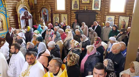 bem aventurança : CHERKASY REGION, UKRAINE, OCTOBER 10, 2019: Church ceremony in an Orthodox church. Believers pray, are baptized. newly built Church of Blessed Virgin Assumption, Chervona Sloboda village, Cherkasy region.