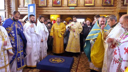 ksiądz : CHERKASY REGION, UKRAINE, OCTOBER 10, 2019: priests pray, church ceremony, consecration rite of newly built Church by Metropolitan Epiphany, head of united local Ukrainian Orthodox Church