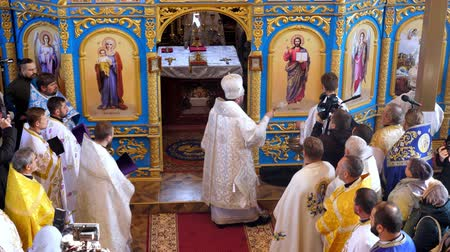 ksiądz : CHERKASY REGION, UKRAINE, OCTOBER 10, 2019: church ceremony. the consecration rite of newly built Church by Metropolitan Epiphany, head of united local Ukrainian Orthodox Church