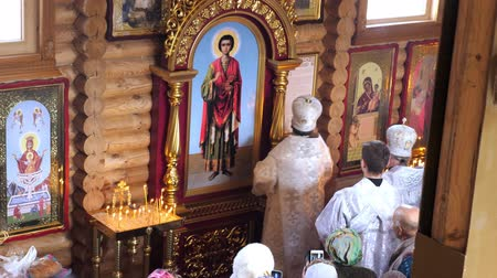 oltář : CHERKASY REGION, UKRAINE, OCTOBER 10, 2019: church ceremony. the consecration rite of newly built Church by Metropolitan Epiphany, head of united local Ukrainian Orthodox Church