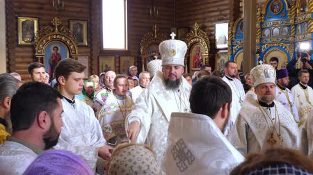 hristiyanlık : CHERKASY REGION, UKRAINE, OCTOBER 10, 2019: church ceremony. the consecration rite of newly built Church by Metropolitan Epiphany, head of united local Ukrainian Orthodox Church