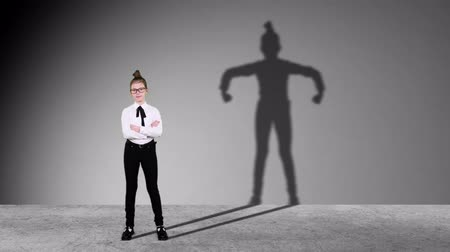 čmáranice : Smart Teenager girl pretends to be businessman, super hero with successful ideas. Imagination and motivation , start up, business idea concept. dancing shadow on wall. Dostupné videozáznamy
