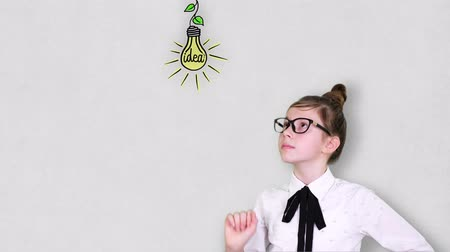 compreensão : Smart Young Teenager girl ponders, comes up with a successful idea. Imagination, Education, start up and business idea concept Stock Footage