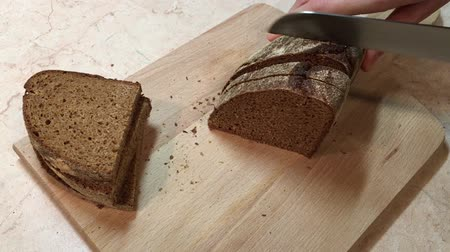 Cutting rye bread slices with knife Stok Video