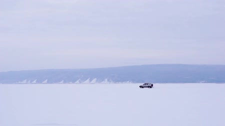 дрейф : The car rides on the frozen lake. Winter daylight