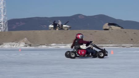 ралли : Riding a karting on ice. Ice cart-track