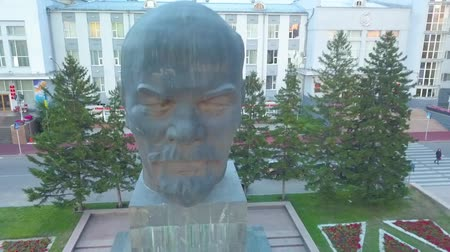 thais : Lenin head monument. Aerial view. aerial survey. Ulan-Ude city Stockvideo