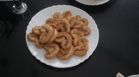 fondán : Cookies in white plate