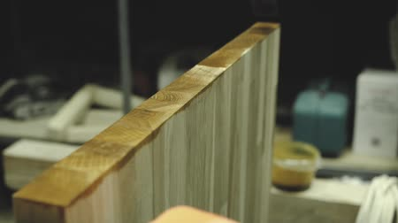 do it yourself : Work causes the nail to the wooden detail