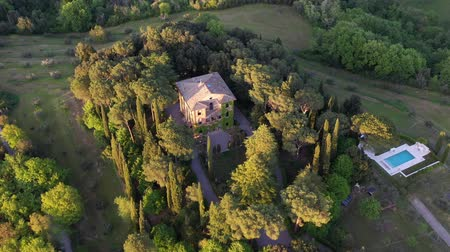 parreira : Flying over an Italian estate