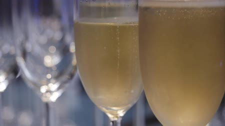 kabarcıklı : Bubbles in glasses of champagne