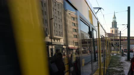 só : TRAMS AND TRAFFIC ON KARL LIEBKNECHT STRASSE, BERLIN, GERMANY – 13 FEBRUARY 2018: 4K video of traffic, people and trams on Karl-Liebknecht-Strasse by Alexanderplatz Train Station, Berlin, Germany Stock Footage