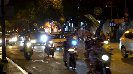 SCOOTERS AND PEOPLE ON THE STREETS OF HO CHI MINH CITY OR SAIGON, VIETNAM AT NIGHT – 9 APRIL 2018: Scooters, motorcycles, cars, traffic and people on the night time streets of Ho Chi Minh City, Vietnam Dostupné videozáznamy