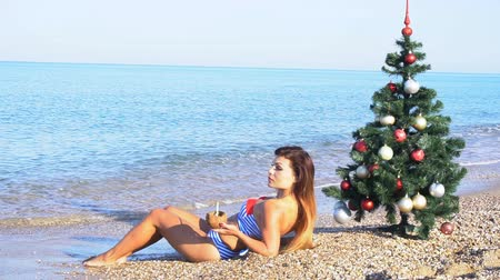 ananás : girl resting on the beach in the resort of Christmas new year